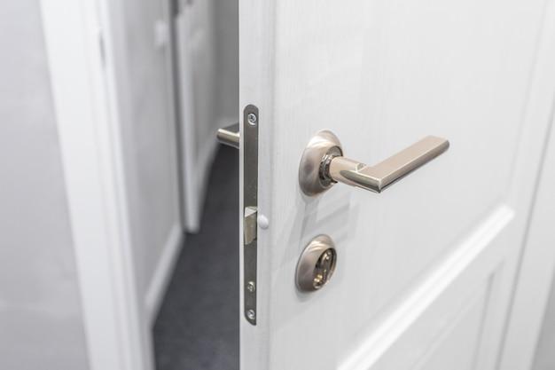 Otwarte drzwi przednie