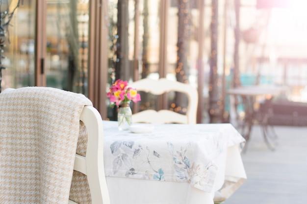 Otwarty taras restauracji