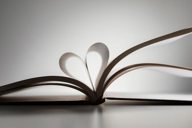 Otwórz książkę w kształcie serca