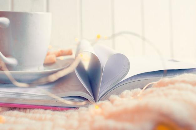 Otwórz książkę ze stronami w kształcie serca