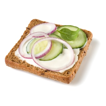 Otwórz obliczu crostini kanapki na białym tle na białe tło zbliżenie.