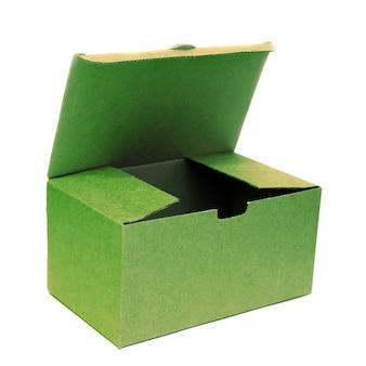 Otwórz pusty karton na białym tle. opakowania na przedmioty
