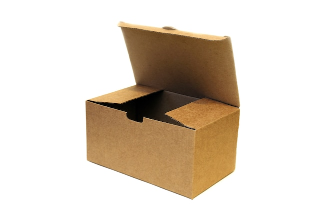 Otwórz pusty karton na białym tle