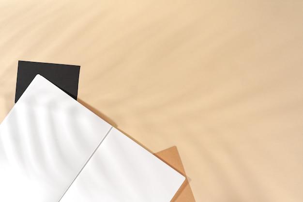Otwórz pusty notatnik z miejsca kopiowania, widok z góry