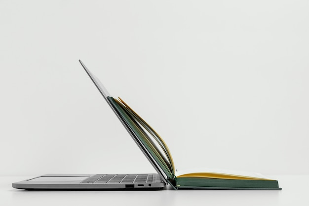 Otwórz układ notebooka i laptopa