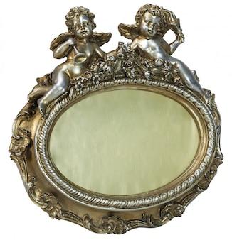 Owalna barokowa złota ramka na zdjęcia z amorkiem na na białym tle