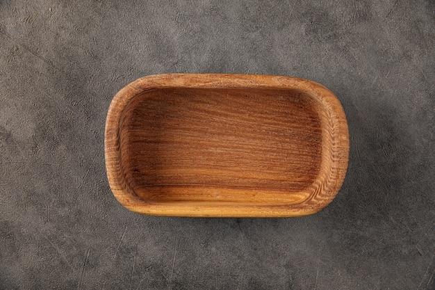 Owalna brązowa pusta naturalna drewniana miska