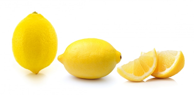 Owoc cytryny na białym tle na białej przestrzeni