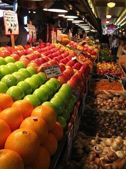 Owoc owoce rynek sprzedawca uliczny stragan