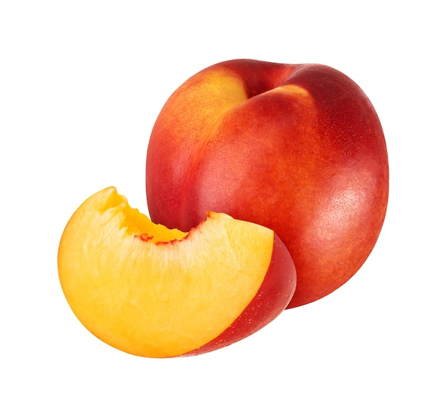 Owoce brzoskwini na białym tle