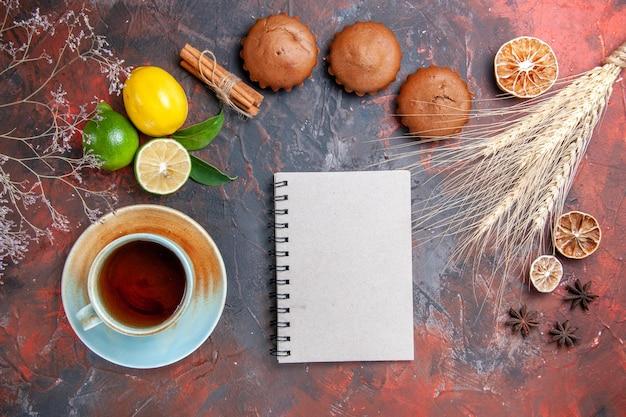 Owoce cytrusowe zeszyt pszenne uszy babeczki owoce cytrusowe filiżanka herbaty anyż