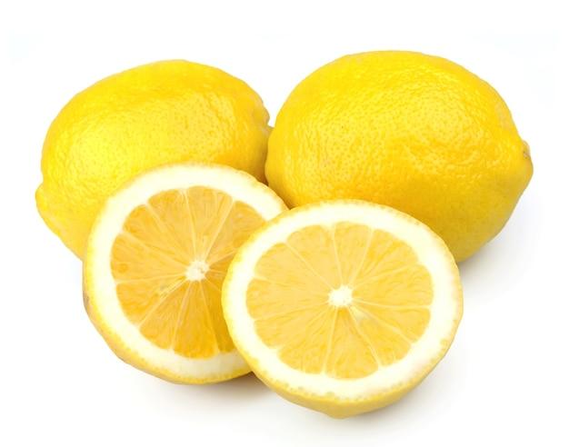 Owoce cytryny na białym tle