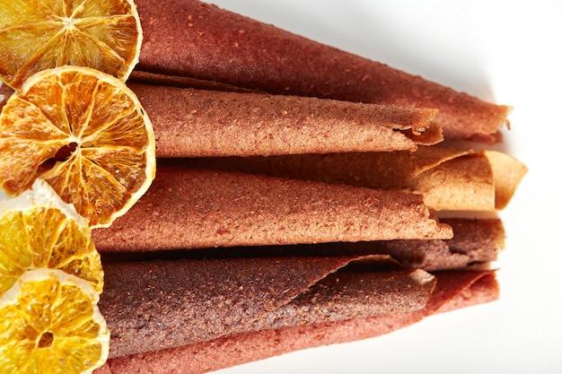 Owoce i jagody pastylki do ssania i suszona smaczna pomarańcza