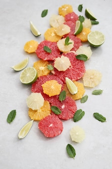Owoce i liście cytrusowe