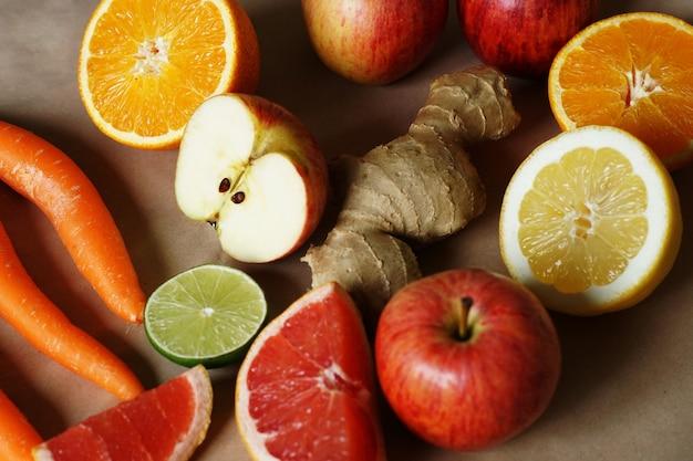Owoce i warzywa ułożone blisko siebie