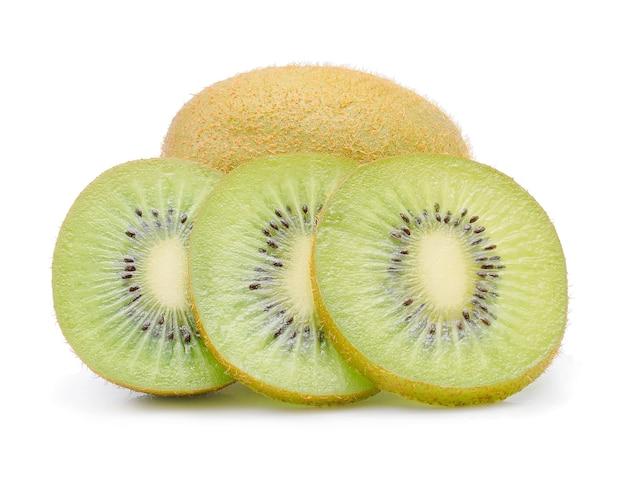 Owoce kiwi na białym tle