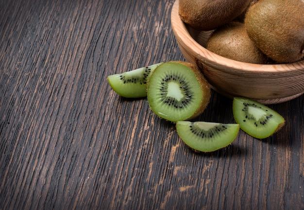 Owoce kiwi w misce