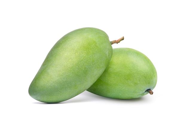 Owoce mango na białym tle