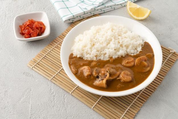 Owoce morza curry japonia z ryżem