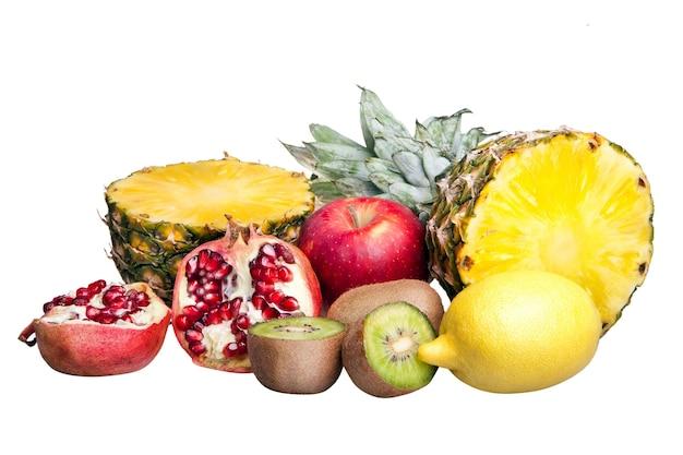 Owoce na białym zbiorze
