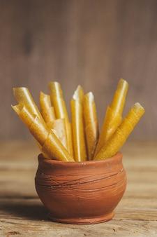 Owoce pastylki jako substytut słodyczy. odpowiednie odżywianie. dieta. przekąska herbaty.