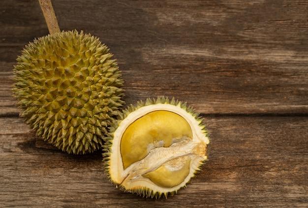Owoce tropikalne durian z azji południowo-wschodniej bardzo popularne w tajlandii.