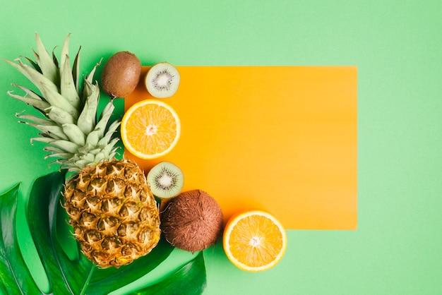 Owoce tropikalne tło z szablonu karty