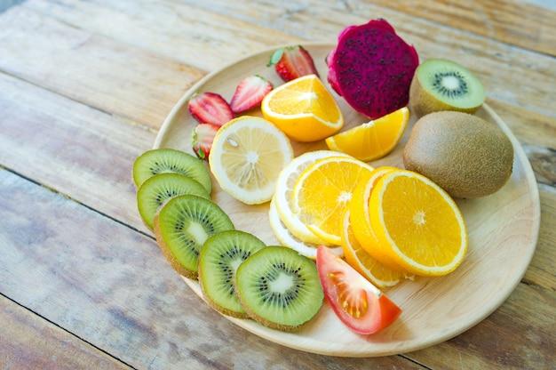 Owoce zdrowia kochanka zdrowe owoce i opieka zdrowotna, aby jeść zdrową żywność. do skóry.