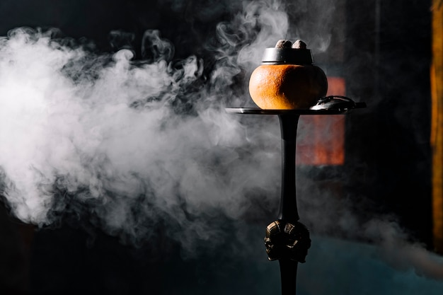 Owocowa fajka wodna z melonem i dymem
