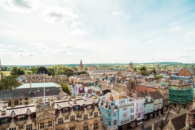 Oxford, wielka brytania - 29 sierpnia 2019: wysoki kąt widzenia high street of oxford