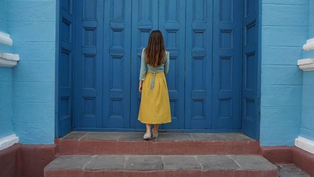 Ozdobne drzwi na starym mieście w trynidadzie