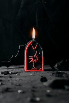 Ozdobny nagrobek świeca na święta halloween.