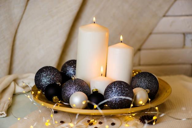Ozdoby choinkowe i świece