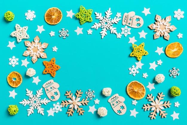 Ozdoby choinkowe koncepcja szczęśliwego nowego roku