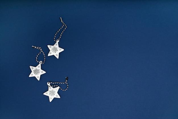 Ozdoby choinkowe w białe gwiazdki
