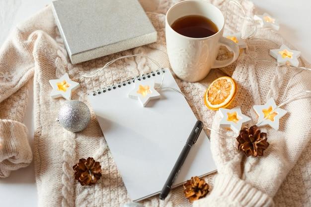 Ozdoby świąteczne i notatnik