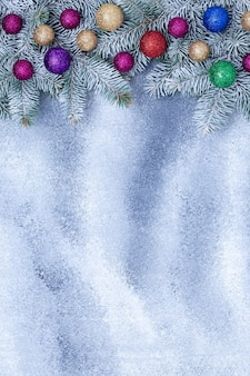 Ozdoby świąteczne na szarej tablicy grunge, świąteczne tło