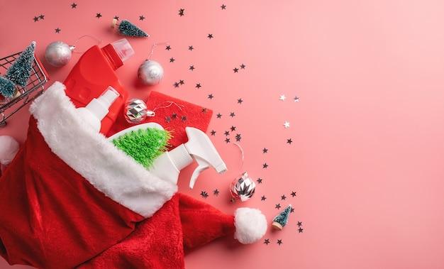 Ozdoby świąteczne w widoku z góry santa hat