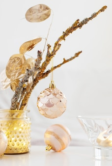 Ozdoby świąteczne ze świecami w domu