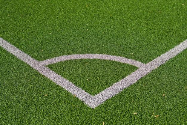 Oznakowania narożne na boisku piłkarskim z bliska