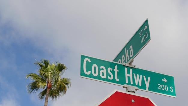 Pacific coast highway, znak drogowy historycznej trasy 101 w kalifornii, usa. podróżuj wzdłuż oceanu.