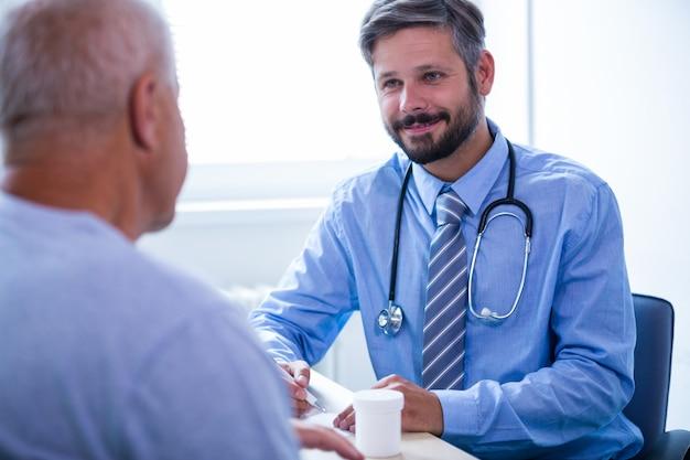 Pacjent konsultacji z lekarzem