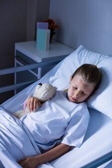 Pacjent odpoczywa na oddziale