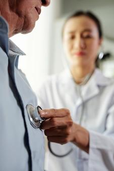 Pacjent odwiedza lekarza