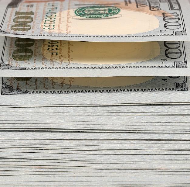 Paczka dolarów