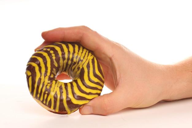 Pączki to pyszne wypieki i słodycze w dłoniach