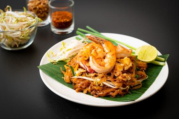 Pad thai - smażony makaron ryżowy