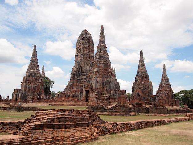 Pagoda w świątyni wat chaiwattanaram, ayutthaya, tajlandia