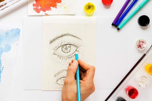 Pakiet narzędzi i szkic artysty