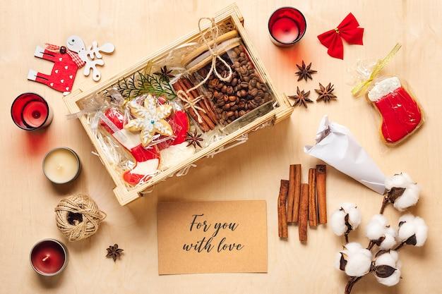 Pakiet pielęgnacyjny, sezonowe pudełko upominkowe z kawą, piernikiem i cynamonem